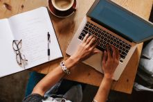 Stocksy_woman-writing-laptop_476082-57ab432d3df78cf459975331